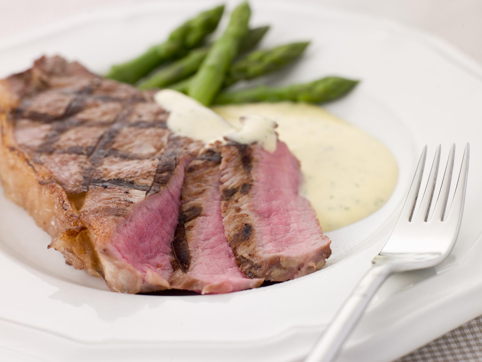 Steak Bearnaise with Asparagus Spears